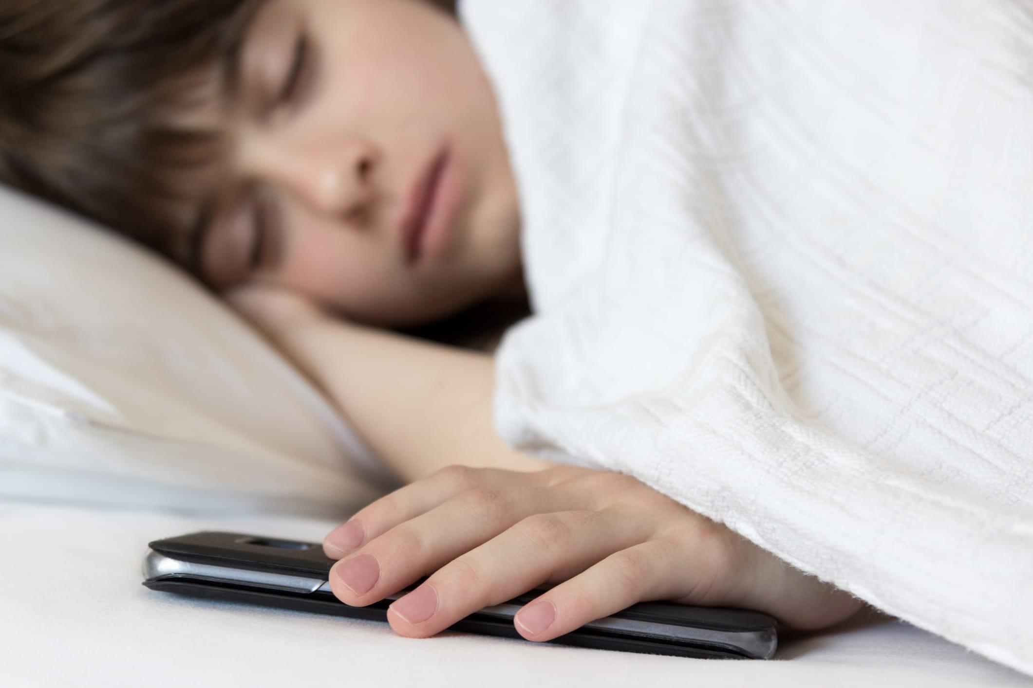 L'Inquinamento elettromagnetico in camera da letto: non basta spegnere il cellulare